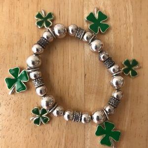 Jewelry - Clover Stretch Bracelet VTG Green Silver Colors